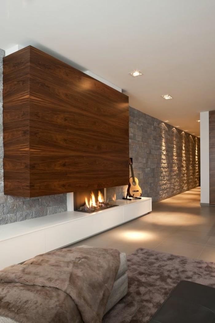 moderniser-une-cheminee-rustique-en-bois-clair-solution-grand-espace