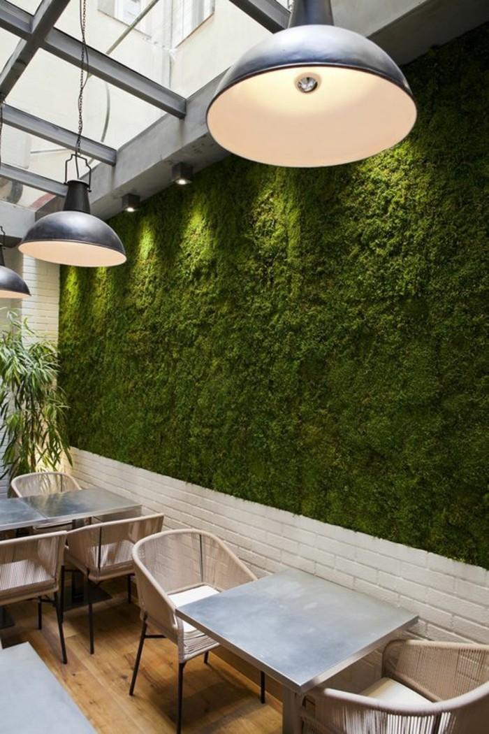 mousse-vegetale-dans-les-espaces-public-mur-recouvert-de-mousse