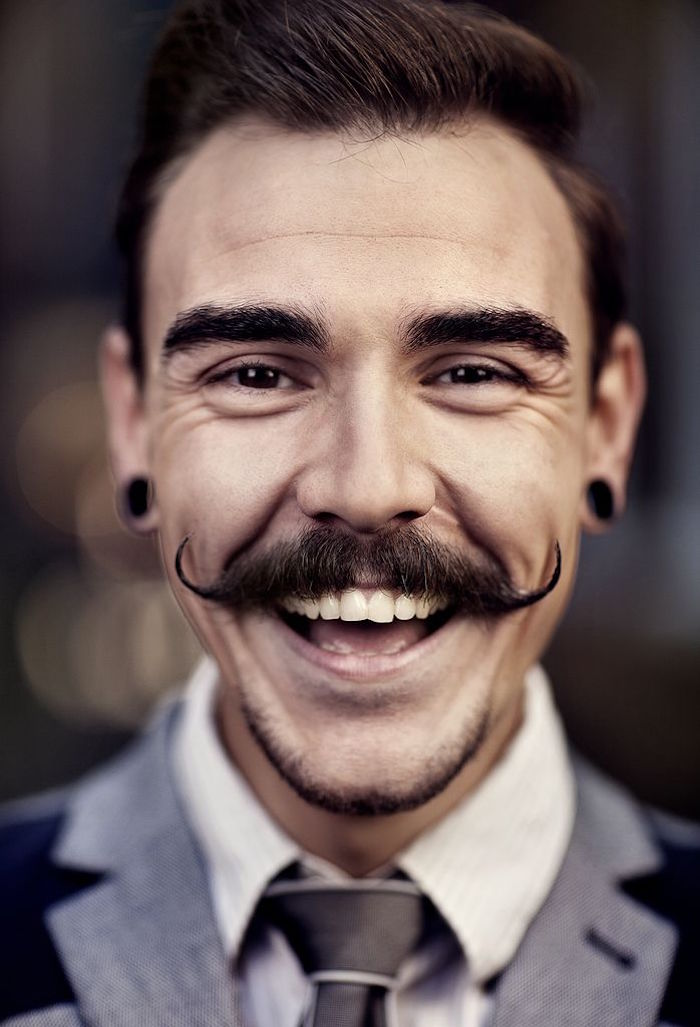 moustache homme pointe boucle courbe année 2à vintage cire à barbe style hipster