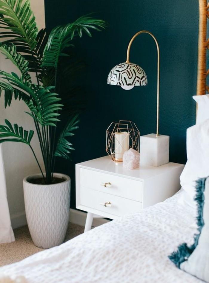 mur d accent bleu petrole lit blanc meuble - Chambre Bleu Petrole