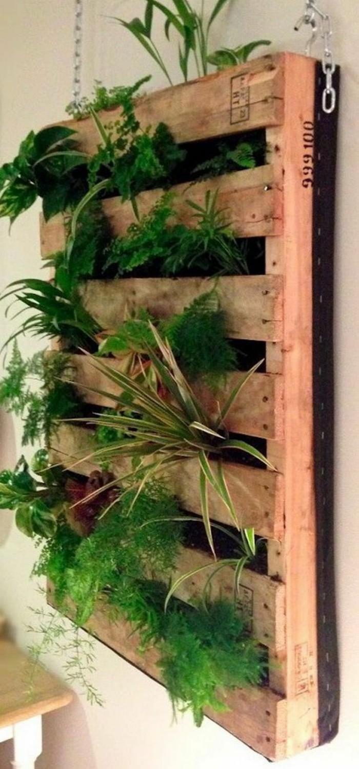 Le mur v g tal en palette id es originales pour un - Jardin vertical palette ...