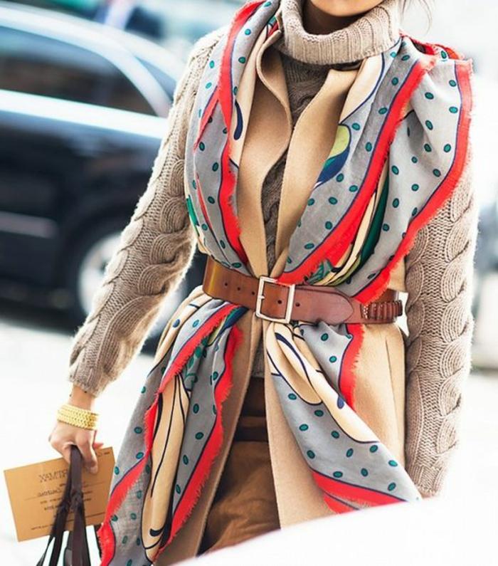 nouer-son-foulard-porter-son-foulard-comme-une-veste