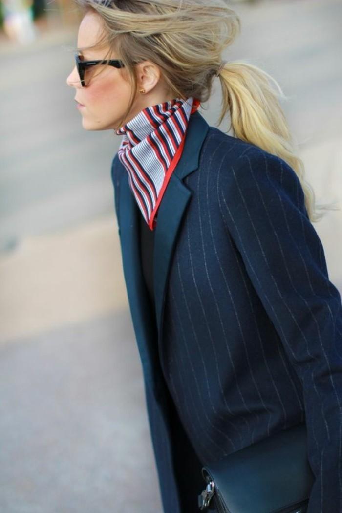 nouer-son-foulard-un-pliage-de-foulard-triangulaire