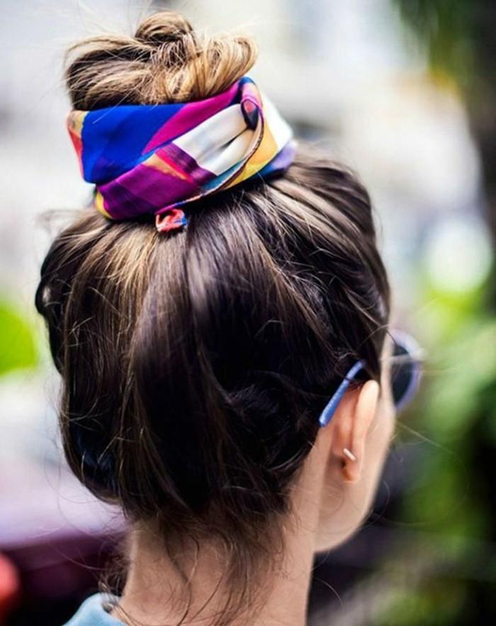 nouer-un-foulard-a-son-chignon-foulard-noue