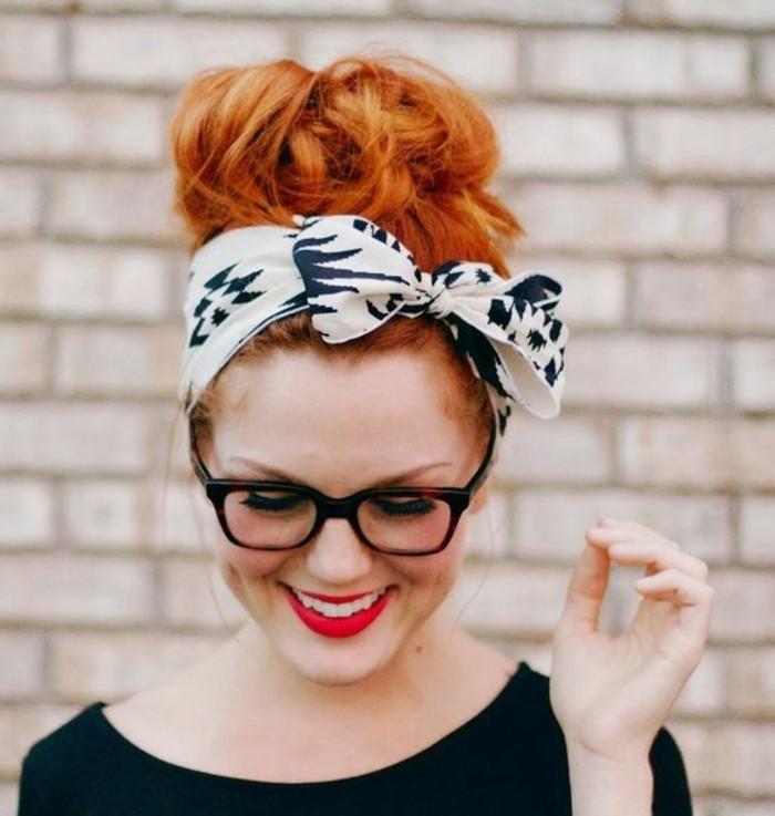 nouer-un-foulard-chignon-flou-cheveux-roux