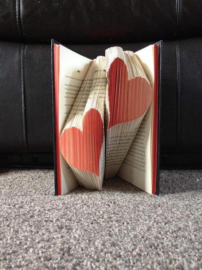 origami-livre-coeurs-en-papier-art-contemporain