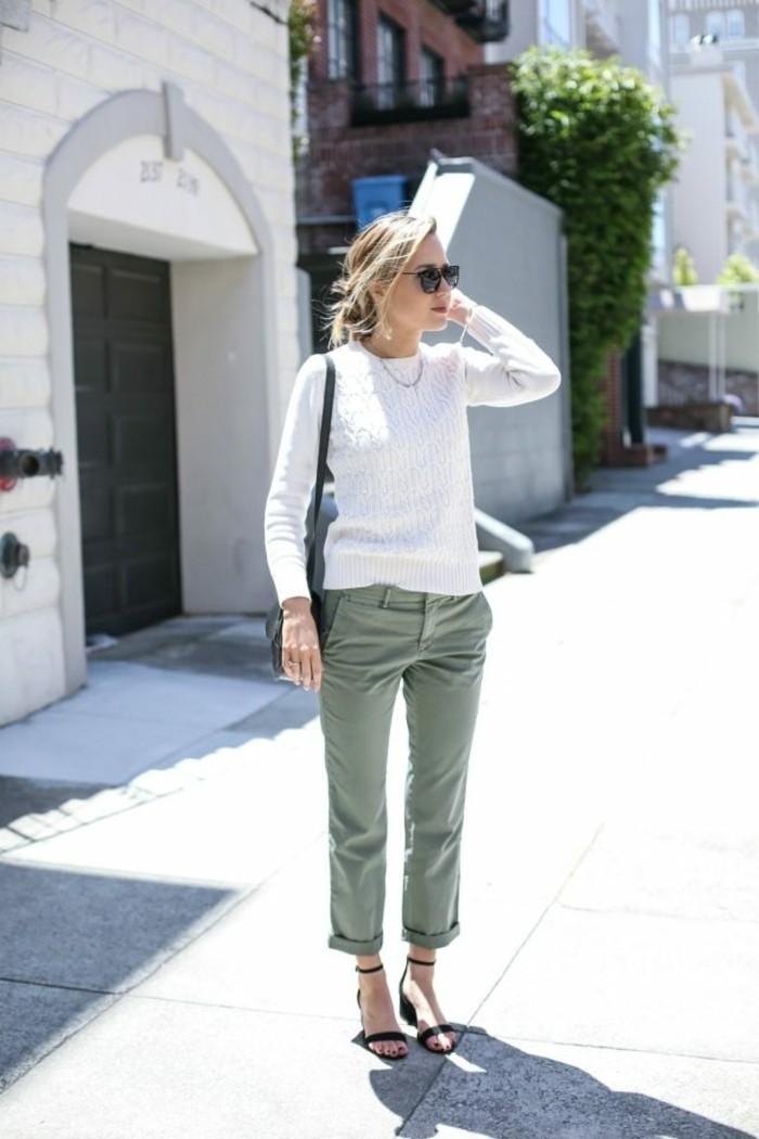 pantalon-kaki-tenue-pour-chaque-jour-idée-automne-blouse-blanche