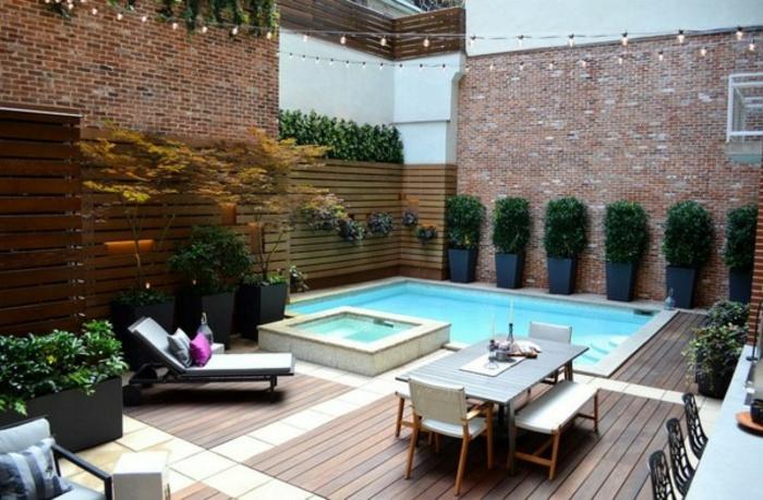 patio-moderne-idee-pour-un-petit-jardin-mini-piscine-en-coque-meubles-exterieur