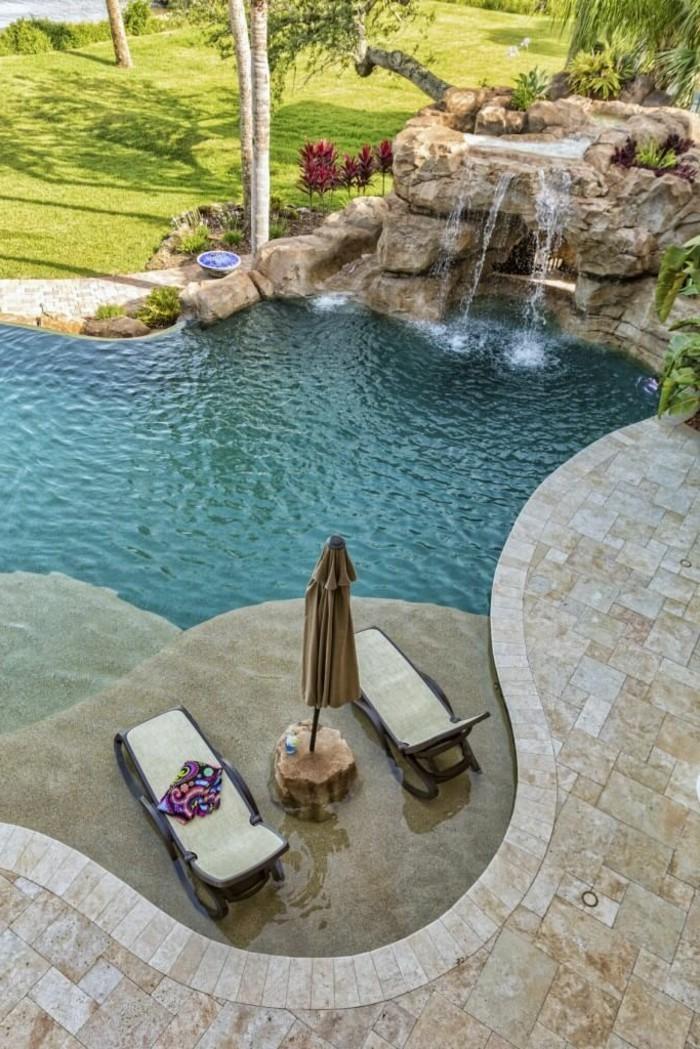 1001 mod les spectaculaires de piscine avec cascade. Black Bedroom Furniture Sets. Home Design Ideas