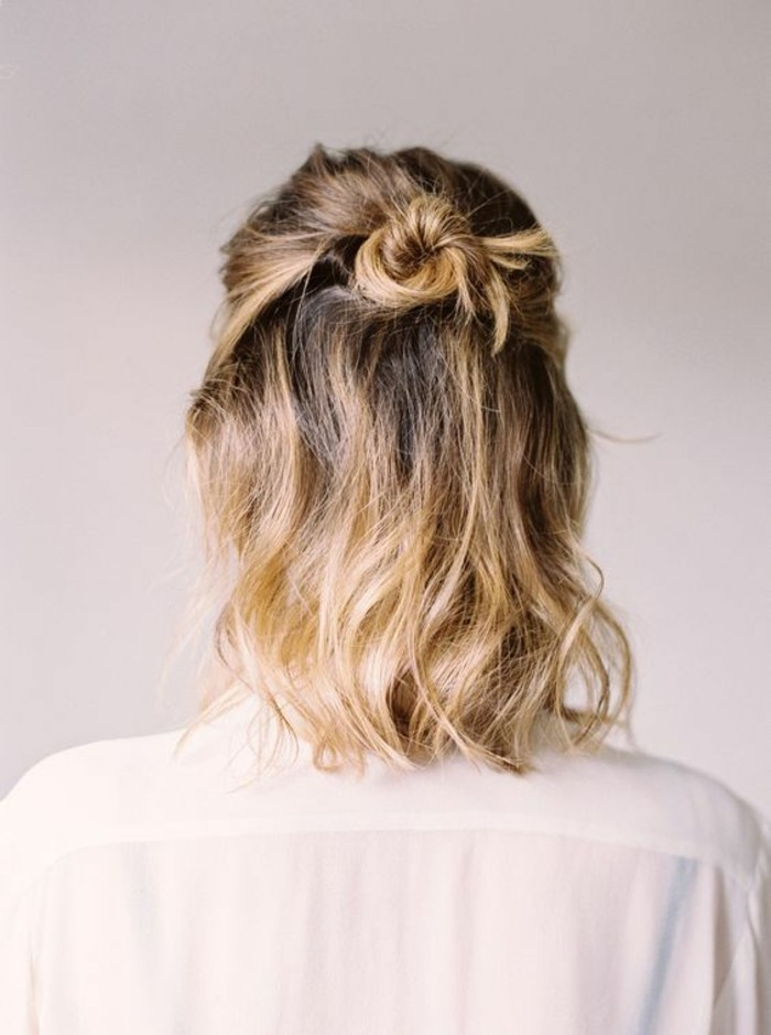petit-chignon-cheveux-courts-version-demi-bun