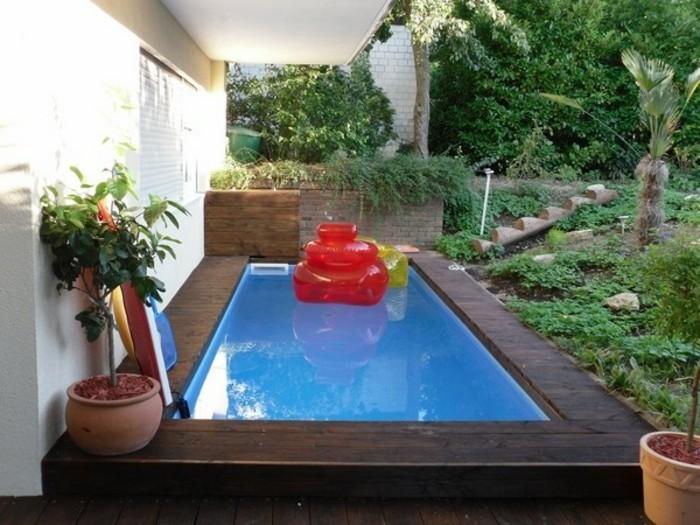petit-patio-mini-piscine-coque-en-polyestere