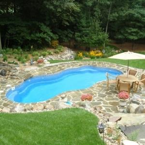 Installer une petite piscine coque - le luxe est déjà abordable