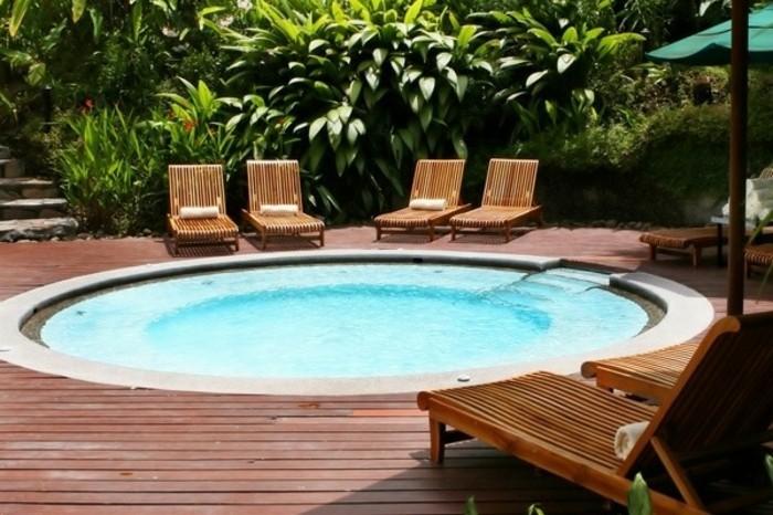 petite-piscine-enterree-forme-ronde-idee-pour-amenagement-de-petit-jardin