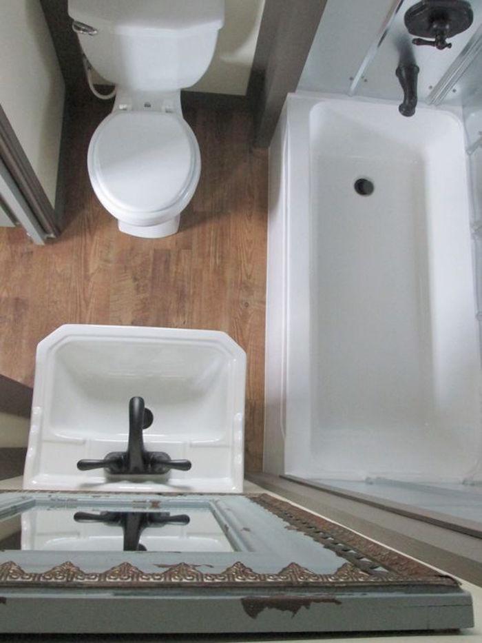 1001 id es pour l 39 am nagement d 39 une petite salle de bain for Salle de bain 4m2 avec baignoire