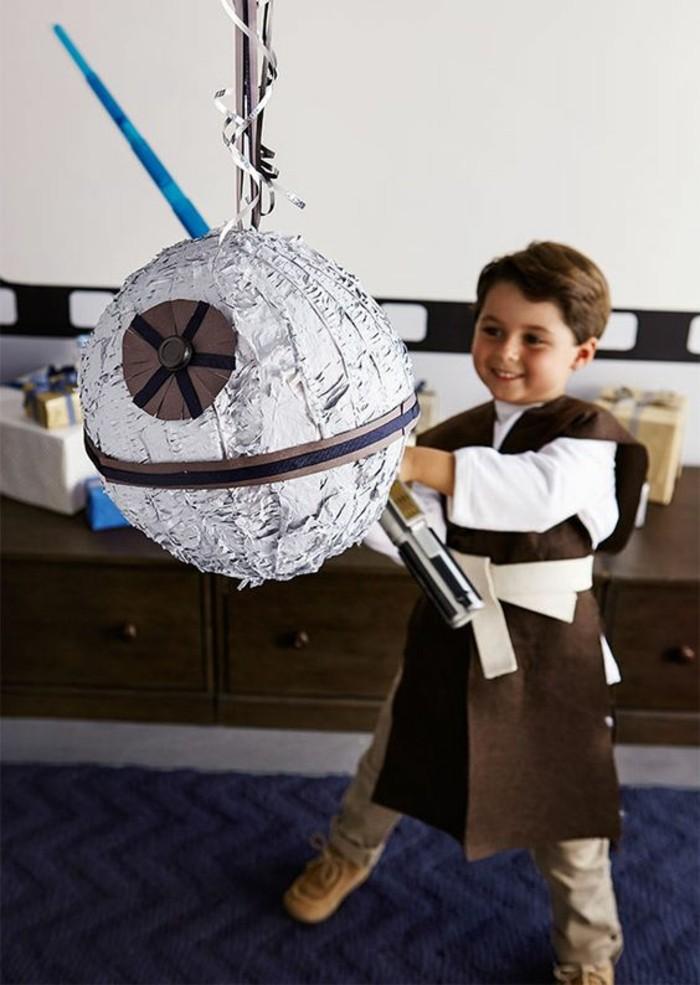 pinata-star-wars-idée-pour-une-activité-d'anniversaire