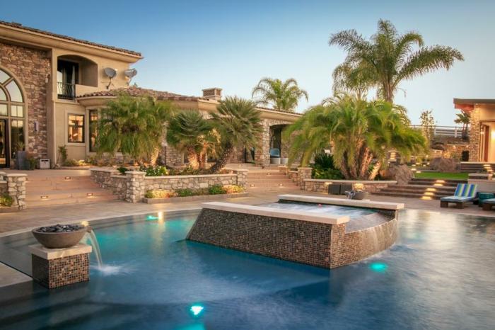 piscine-de-reve-atmopshère-exotique-tropicale-maison-en-pierre