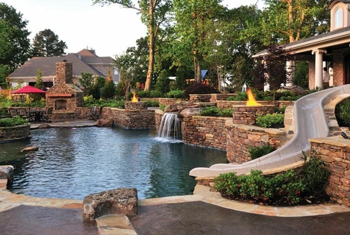 1001 mod les spectaculaires de piscine avec cascade for Piscine urbaine le jardin de catherine
