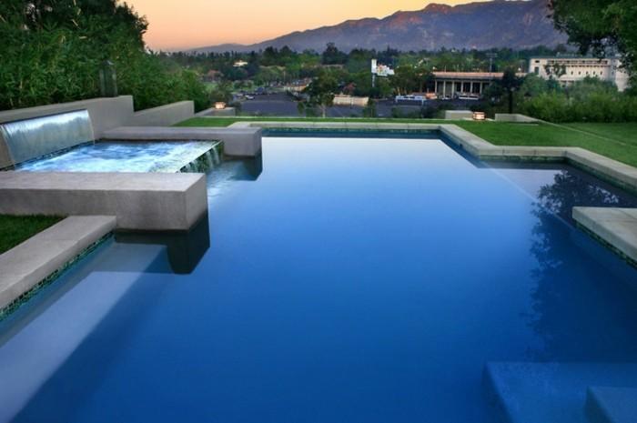 piscine-de-reve-coucher-de-soleil-vue-stupéfiante-cascade-dans-le-bassin