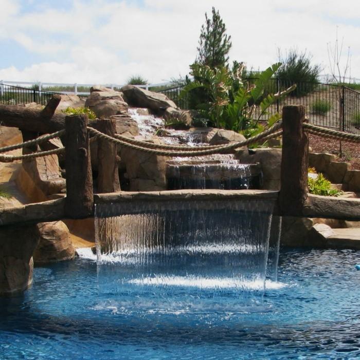piscine-de-reve-pont-dans-le-bassin-attraction-dans-l'arrière-cour