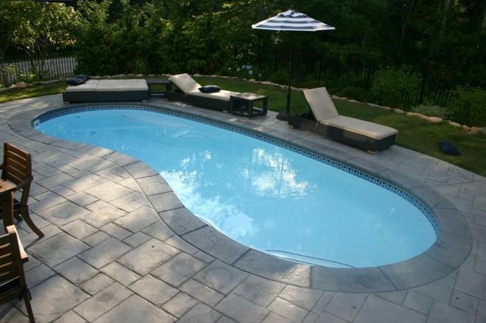 piscine-en-coque-forme-de-rein-plaget-de-piscine-en-pierre