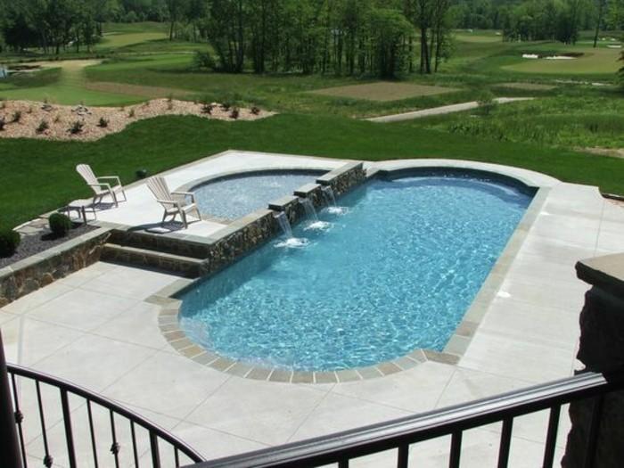 piscine-en-coque-petite-cascade-jardin-pres-de-la-nature