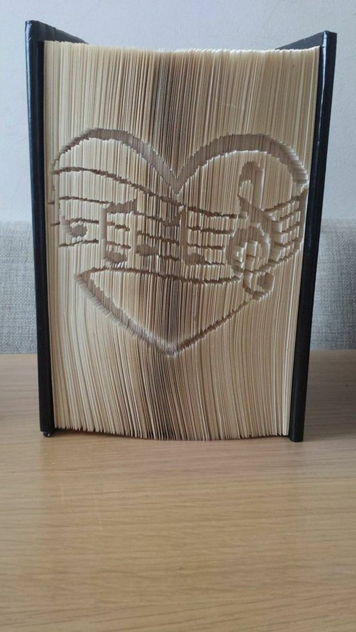 pliage-de-livre-un-pattern-musical-plier-des-livres