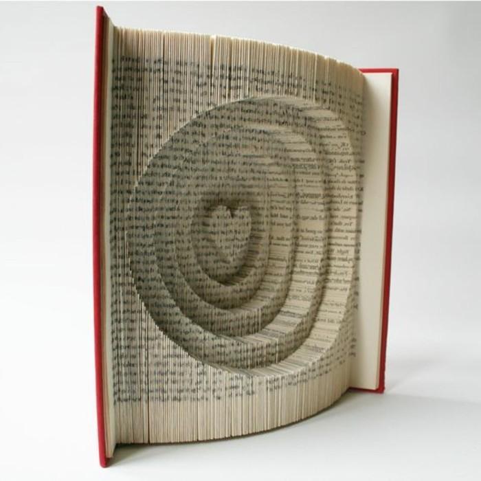 pliage-livre-coeur-et-cercles-concentriques-et-coeur