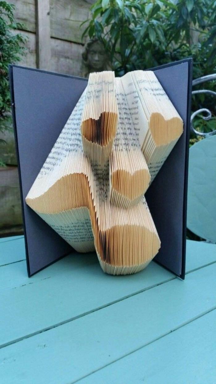 pliage-livre-coeur-note-de-musique-faite-en-livre