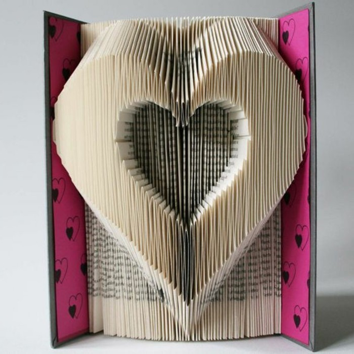 pliage-livre-coeur-pliage-des-pages-en-forme-de-coeur