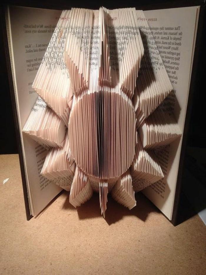 pliage-livre-figure-originale-avec-les-pages-du-livre