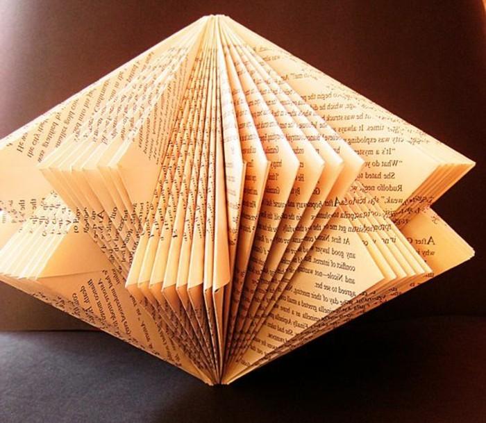 pliage-livre-figure-originale-livre-plié-de-manière-jolie