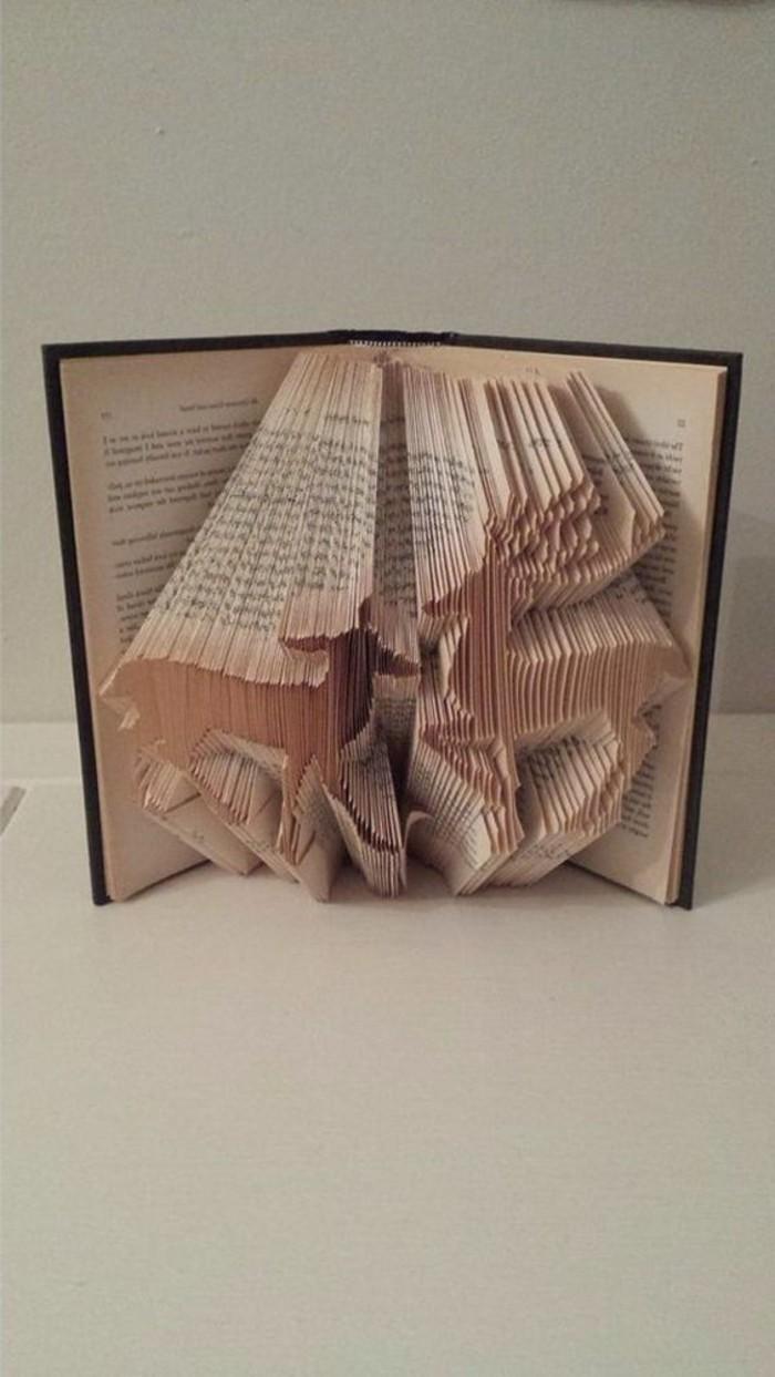 pliage-livre-livres-pliés-artistiques-figures-originales-crées-avec-des-livres