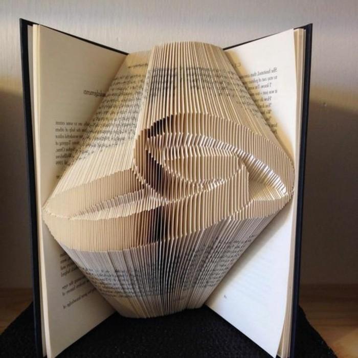 pliage-livre-pattern-plié-fait-avec-un-livre-deux-anneaux