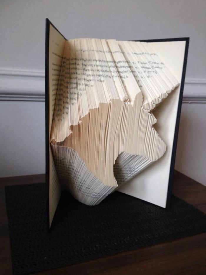 pliage-livre-unicorne-avec-les-pages-d'un-livre