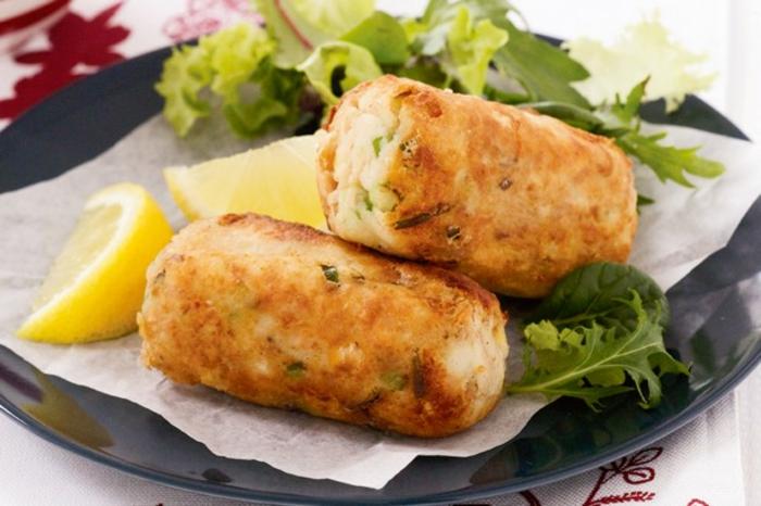 pomme-de-terre-friteuse-croquettes-avec-du-thon-et-citron