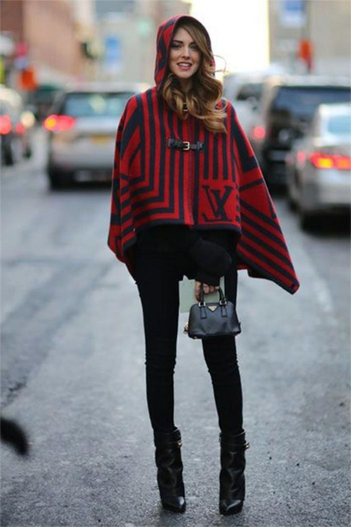 poncho-cape-inspiration-le-petit-chaperon-rouge-pantalon-noir