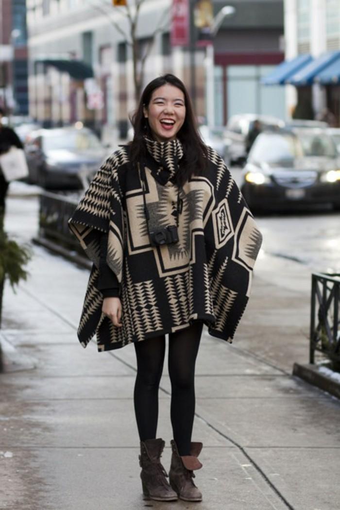 poncho-cape-sourire-charmant-vision-feminine-cape-en-beige-et-noir