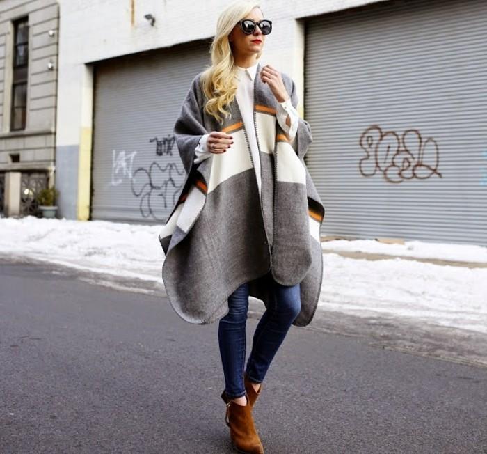 poncho-femme-hiver-combiner-avec-une-chemise-elegante-et-blanche