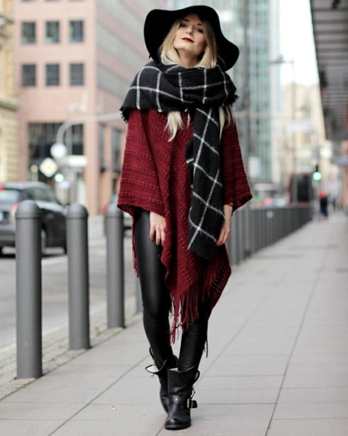 poncho-femme-hiver-pantalon-et-bottinet-en-cuir-noir