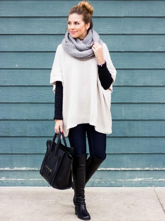poncho-femme-hiver-vision-simple-et-élégante-bottines-longs-et-noirs