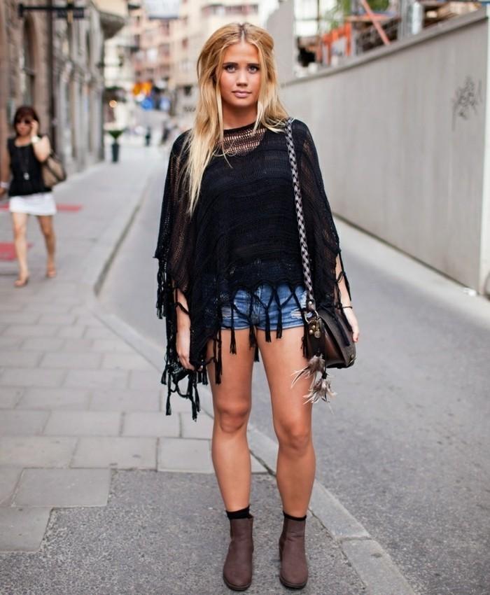 poncho-manteau-boho-style-inspiration-shorts-denim-cheveux-blonds