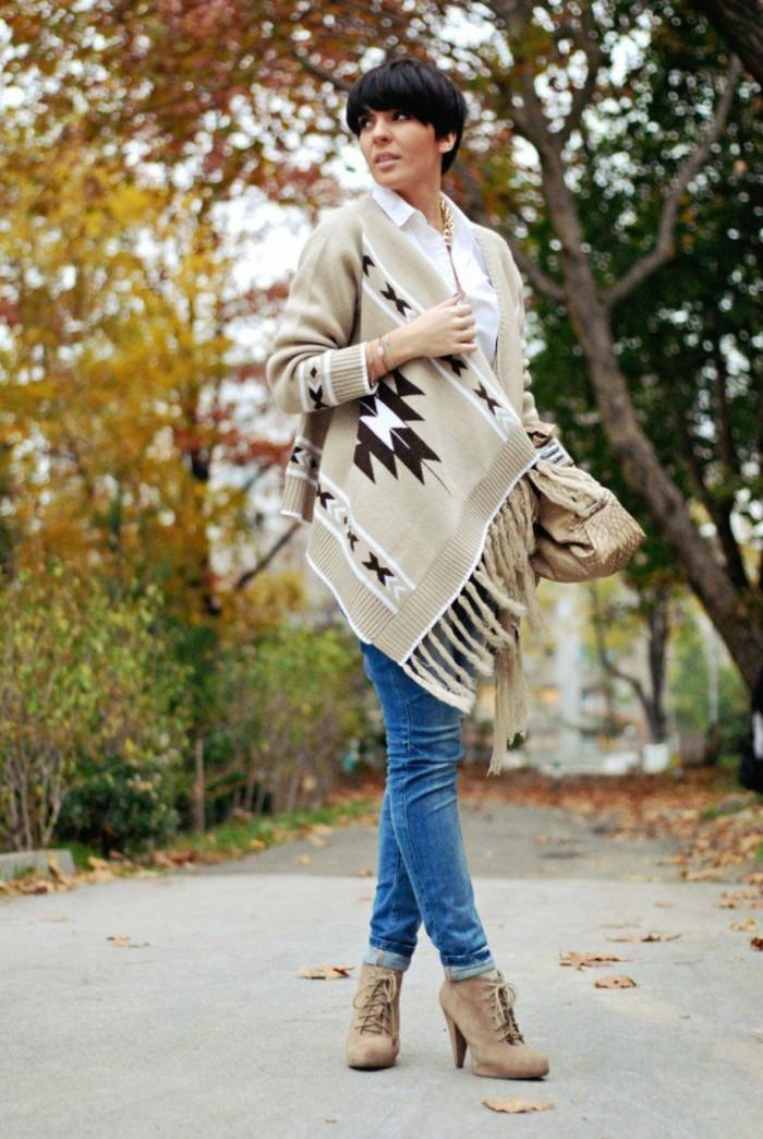 poncho-manteau-coiffure-cheveux-courts-noirs-humeur-d'automne