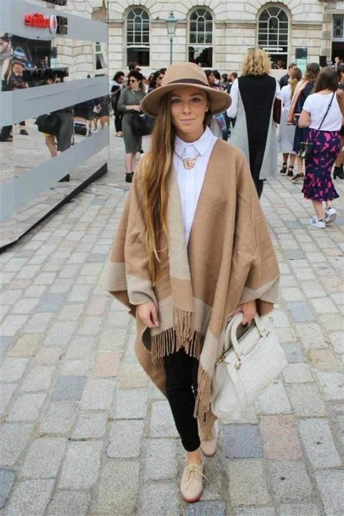 poncho-manteau-opter-pour-le-beige-pour-un-style-boho-chic