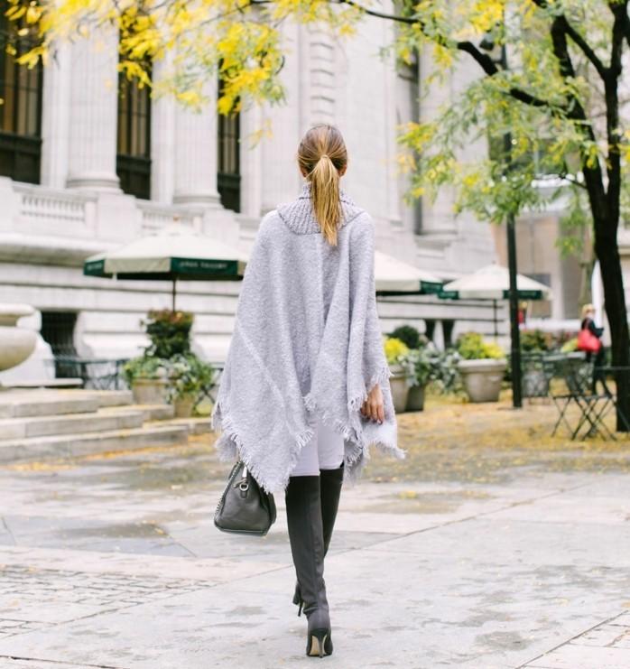 poncho-mode-humeur-d'-automne-cheveux-blonds-élégance-féminine