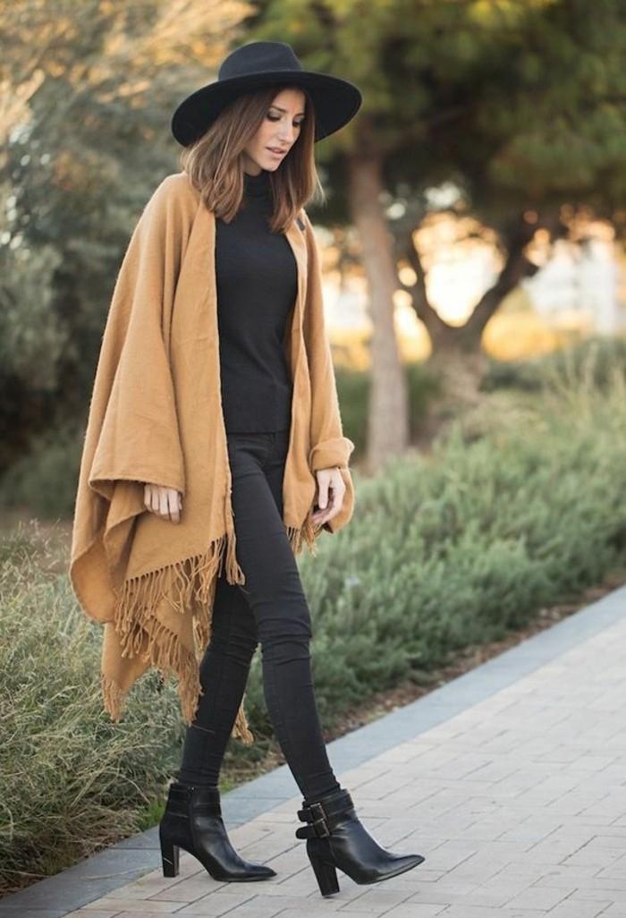 poncho-mode-vision-tres-chic-boho-style-chapeau-noir-pull-pantalon