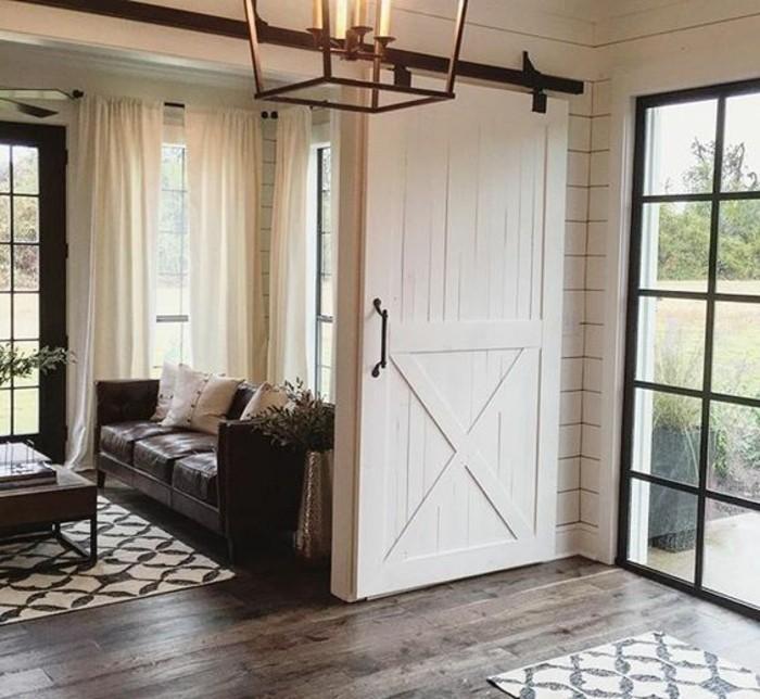 porte-de-grange-dans-l'intérieur-de-la-maison-designt-rustique