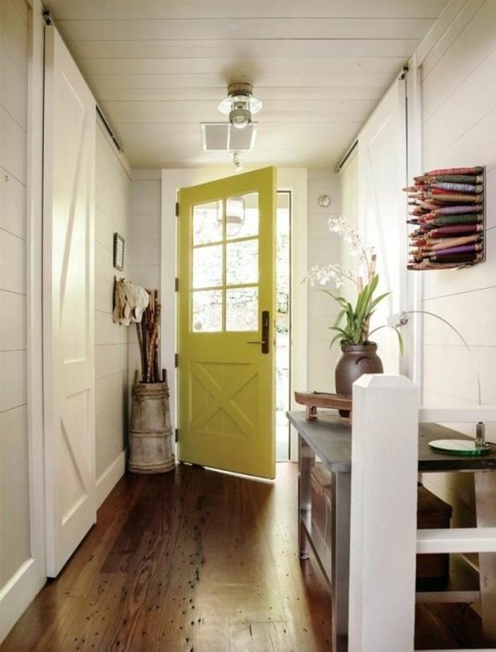 porte-d'entrée-inspiration-porte-grange-intérieur-blanc-parquet-en-bois