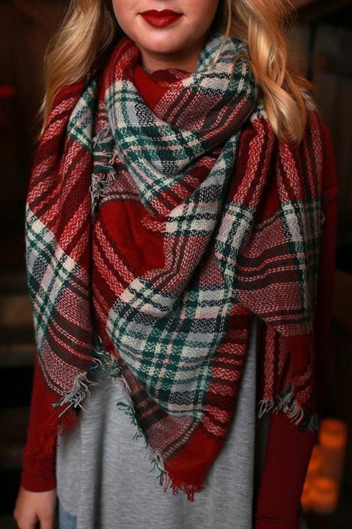 porter-un-foulard-pliage-foulard-facile-et-rapide