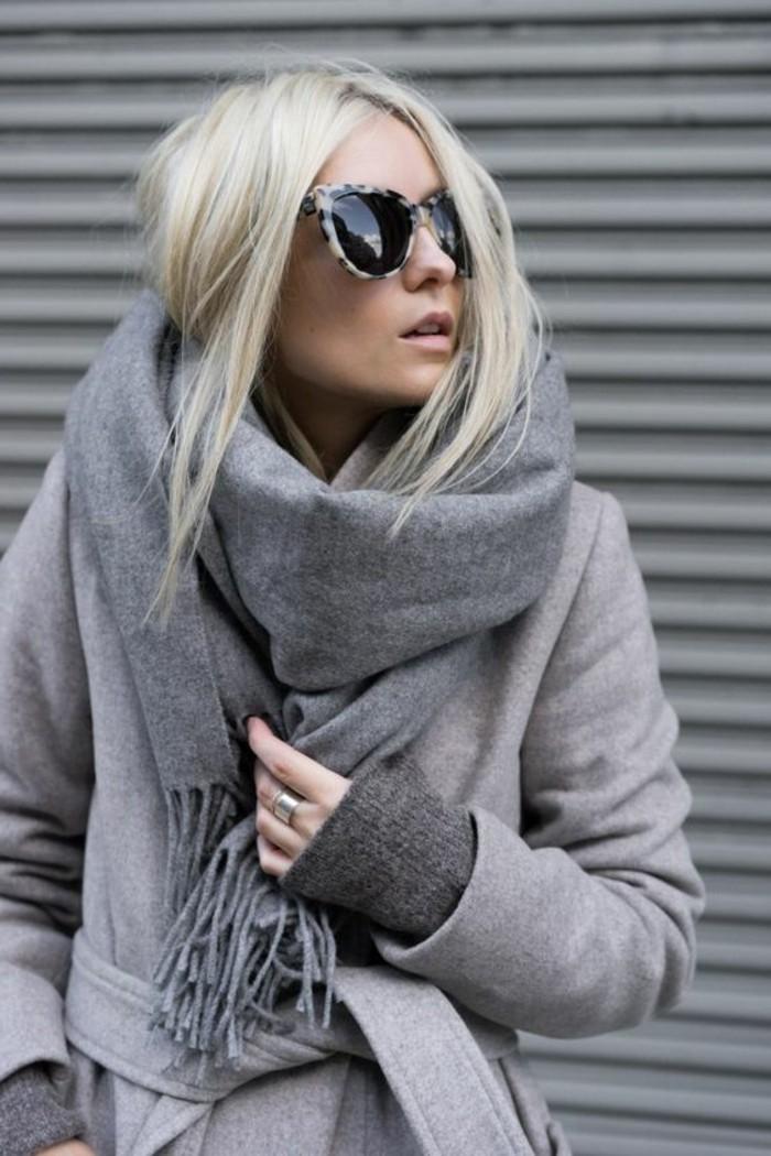 porter-un-foulard-porter-les-accessoires-dhiver-avec-du-style