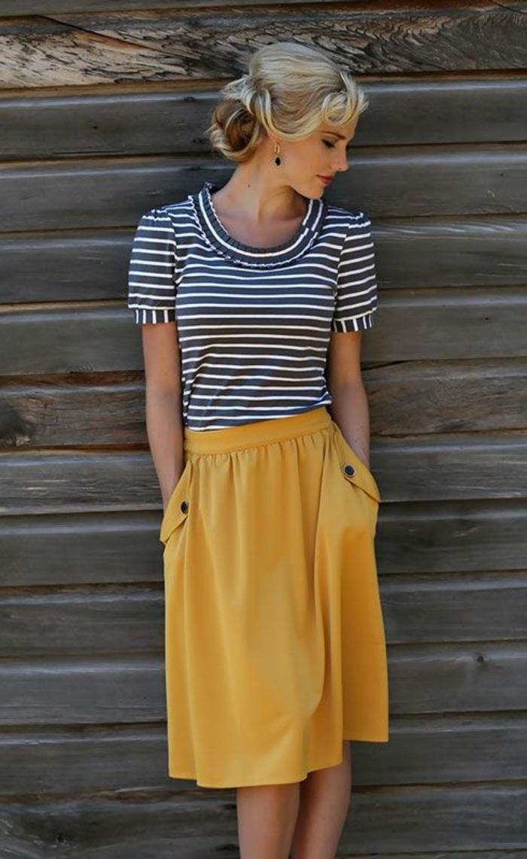 quelle-couleur-associer-au-jaune-jupe-casuelle-et-blouse-rayée